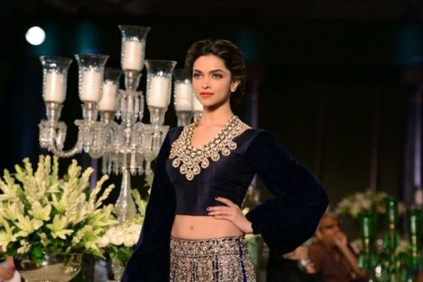 deepika-padukone-2013-latest-photoshoot-pictures-at-pcj-delhi-couture-week-3
